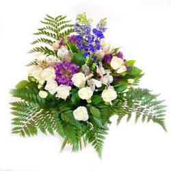 «Только для Вас» Хотите осчастливить  своего близкого человека? Этот букет для вас.В нем  сочетаются голубые как небо дельфиниумы, белоснежные розы и салатовая...