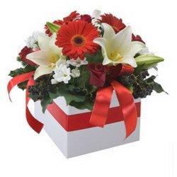 «Желаю» Такой букет не надо ставить в вазу, время от времени аккуратно подливая воду в флористическую губку