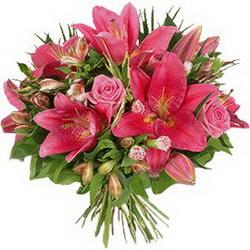 «Кокетке» Великолепный яркий букет из розовых лилий и сборных сезонных цветов для девушки кокетки. Доставка в Ретинское (г.Полярный).