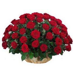 «Большой праздник» Корзина из красных бархатных роз.