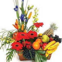 «Джентельмену» Сочетание  лилий  и  ирисов , желтого и фиолетового цветов - идеальное сочетание для мужского букета. Идеальный подарок для мужчины,  делового...