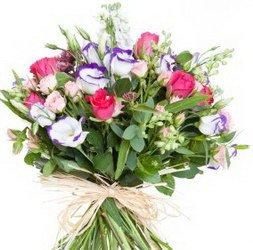 «Давай любить друг друга» Первые цветы моей любви. Нежный и тонкий аромат цветов пробудит истинные чувства.