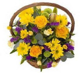 «Чувство Стиля» Яркая, солнечная корзина цветов для жизнерадостного и преуспевающего человека.