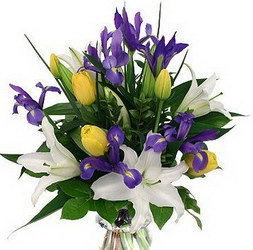 «Гармония» Яркий и ароматный букет создаст позитивное настроение. Выполнен из тюльпанов, ирисов, зелени и лилий.