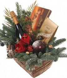 «От Деда Мороза и меня» Праздничная корзина шоколадных конфет, вина, шампанского, украшенная стильной цветочной композицией, ароматной хвоей и новогодними аксессуарами....