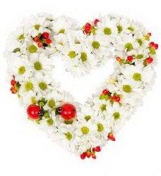 «Ромашково» Романтичная Композиция в каркасе Сердце ,без сомнения, самый яркий и интимный подарок для дорогого Вам человека..