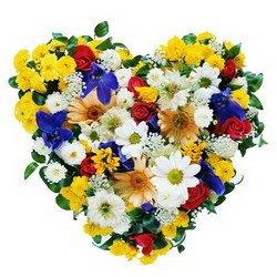 «Мозаика» Компания великолепных роз, хризантем, гербер, ирисов перемешалась в своей красоте и превратилась в мозаику! хочется крутить, вертеть, разглядывать...