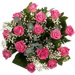 «Интрига» Букет собран из голландских роз сорта Аква с зеленью и листьями аспидистры.