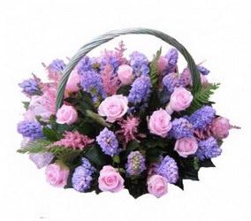 «От Волшебника» Нежная и изысканная корзина гиацинтов и нежно-розовых роз удивит вашего получателя и доставит много волшебных впечатлений.