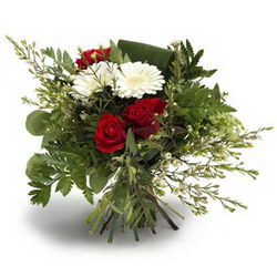 «Я и Ты» Красивый букет в красно-белом сочетании роз и гербер. Белые герберы как символ верности друг другу. Передают ощущение романтики и любви. Доставка в Торбеево.
