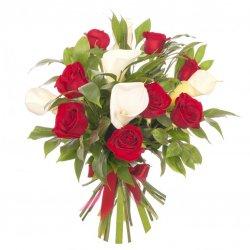 «Мечта на двоих» Изысканные каллы и бархатные красные розы.