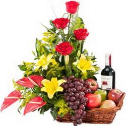 «Подарочная корзина» Подарочная корзина важному человеку. В стандартную корзину входит - большая ветка винограда, 5 яблок, груши-2, лимон и бутылка безалкогольного...
