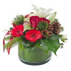 Композиция «Шишки, хвоя и цветы»