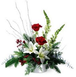 «Летят снежинки» Очаровательная композиция на стол. С этой композицией праздник будет прекрасными запоминающимся. Дарите радость и нежность вместе с цветами и...