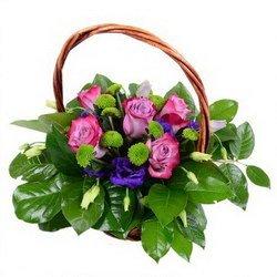 «Теплый вечер» Композиция из эустомы цвета индиго и пурпурной розы. Можно дарить по любому поводу, как любимой девушке так и любимой бабушке.