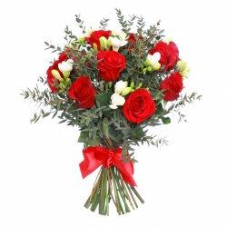 «Сударю или сударыне» Букет для сильных и смелых, отважных и героических. Для вас!  Красные   розы  с ароматными фрезиями и душистым эвкалиптом.